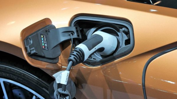 Firmenwagen Elektro oder Hybrid