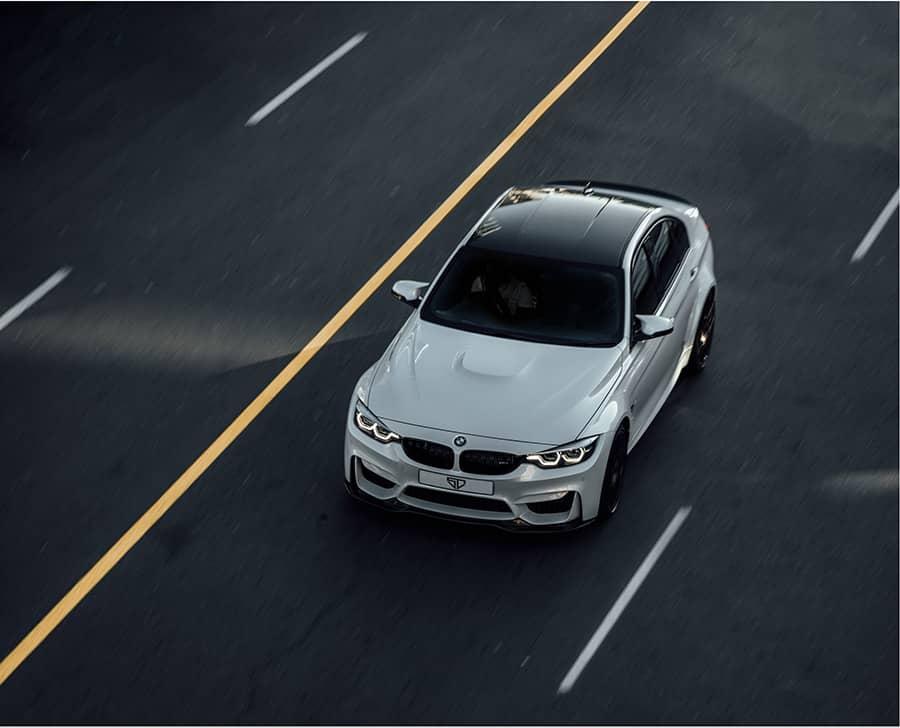 Fahrzeug mit modernen Assistenzsystemen senkt die Prämie der KFZ-Fuhrparkversicherung