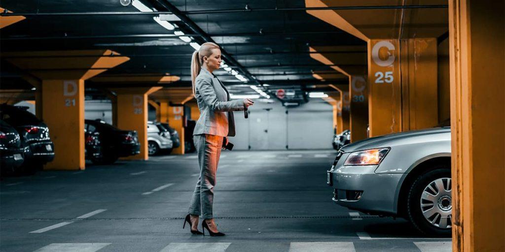 Über das Fahrtenbuch ermittelt der Arbeitgeber seine Kosten für den Firmenwagen nach Kilometern.